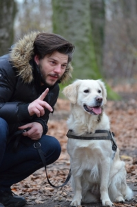 Der ideale Einstieg in die Hundeerziehung ist unserer Meinung nach das Kommando Platz